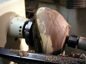 The Splintershop - Wood Art from the Lathe. Rough cuts begin to refine the bowl's profile.
